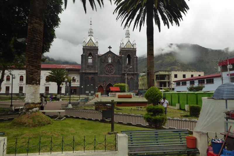 Iglesia Santuario de la Virgen de Agua Santa en Baños Ecuador