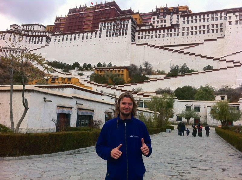 En Lhasa, con el Potala Palace detrás
