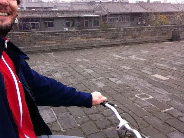 Recorriendo la muralla de Xian en bicicleta