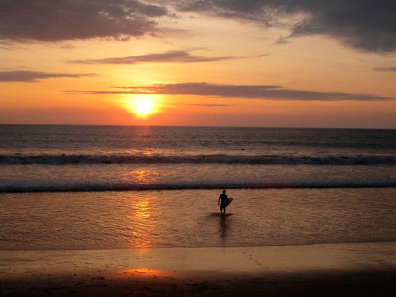 Playa de Montañita surf