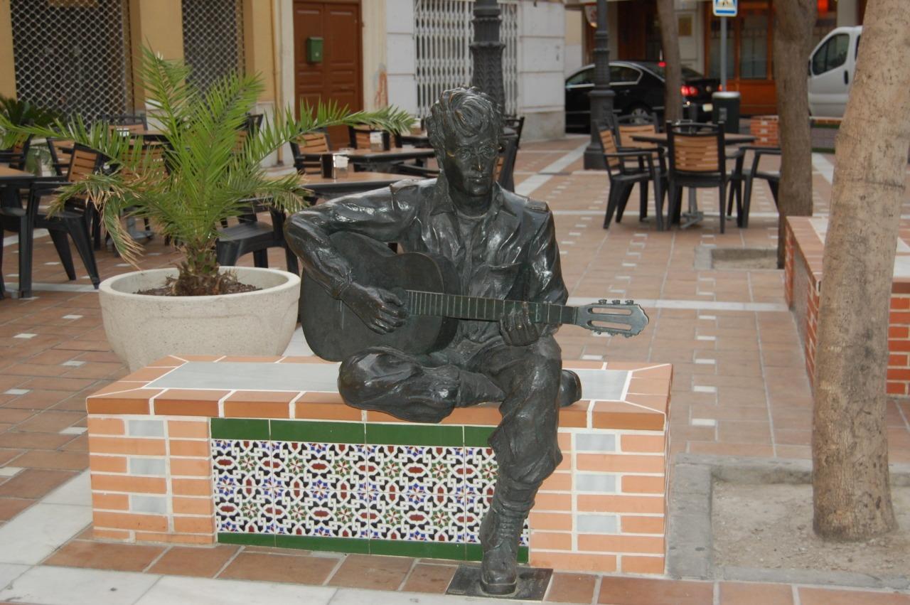 Estatua de John Lennon en Almería