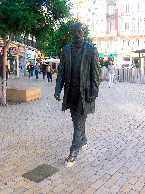 Estatua de Nicolás Salmerón y Alonso