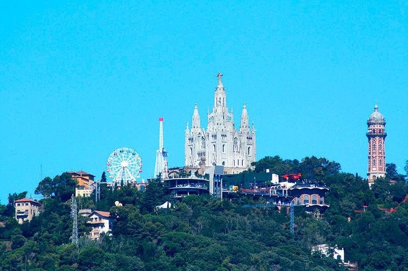 parque de atracciones del Tibidabo y la montaña